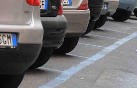 parcheggi-sulle-strisce-blu-465x300